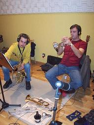 """Con José Poveda (Saxo) en un Momento de la grabación del CD """"Hacia el cielo… a través del sol"""" de Toni García y de MN Esctudios 2004"""