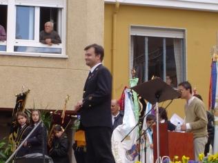 Dirigiendo en el Encuentro de Bandas de Castilla y León, Santa María del Páramo (León), mayo de 2004