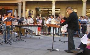 Dirigiendo al Grupo de Percusión en el Concierto de Clausura del XV CIM Ciudad de Astorga