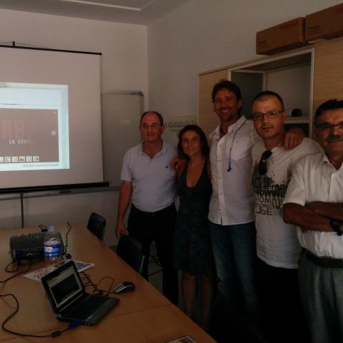 Momento de la reunión y del visionado de GURBA (La Condena)